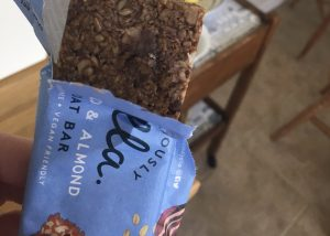Deliciously Ella cacao and almond oat bar